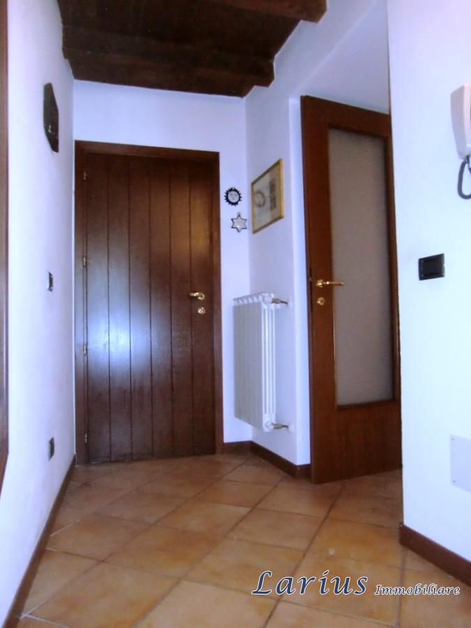 Vendita appartamento valbrona ampio bilocale con doppi for Planimetrie ranch con cantina